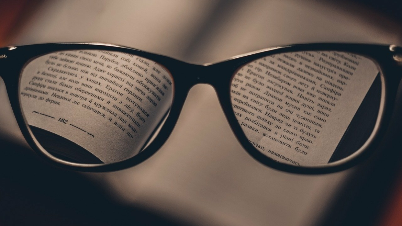 10 powodów, dla których warto zamienić okulary na szkła kontaktowe