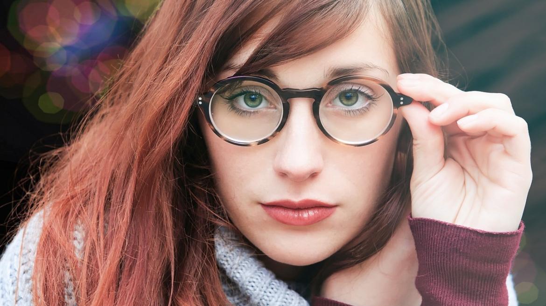 Soczewki okularowe – najlepsze rozwiązania na jesień i zimę